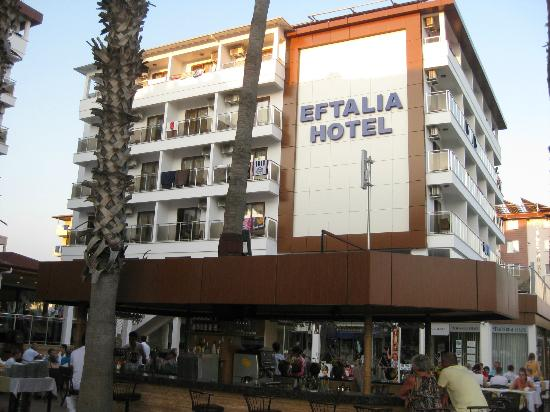 Eftalia Aytur Hotel: Hotelaußenansicht mit Barbereich (Straßenansicht)