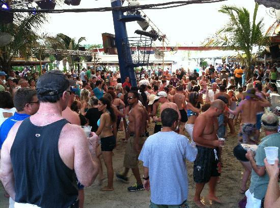 Seacrets, Jamaica U.S.A.: Outdoor party area and band