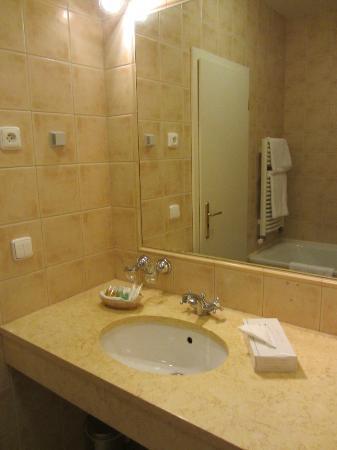 Hotel Elysee: Baño