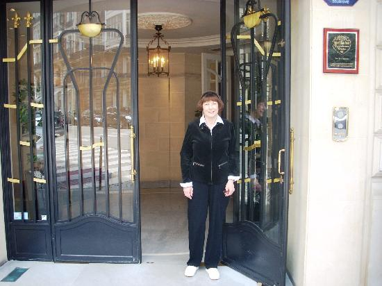 Hotel de la Tremoille: Doormen always at your service