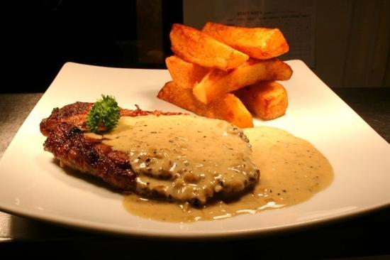 The Brook House Inn: steak with pepper sauce