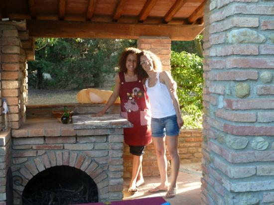 Podere Casanova: Two Happy Sisters!