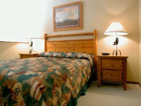 Apex Mountain Inn: Bed room
