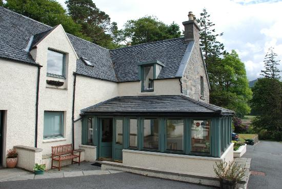 Balmacara Mains Guesthouse: Outside the main house