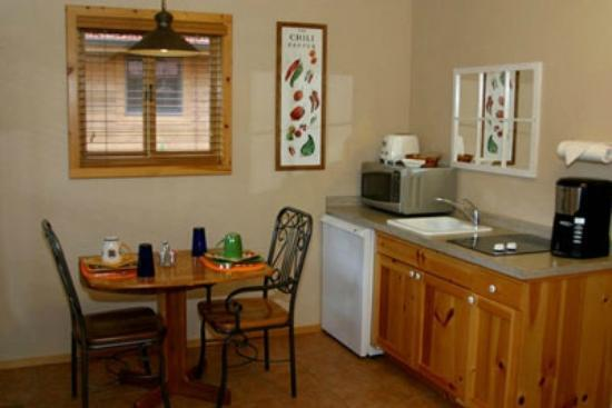 Shadow Mountain Lodge and Cabins: Well Equipped kitchen