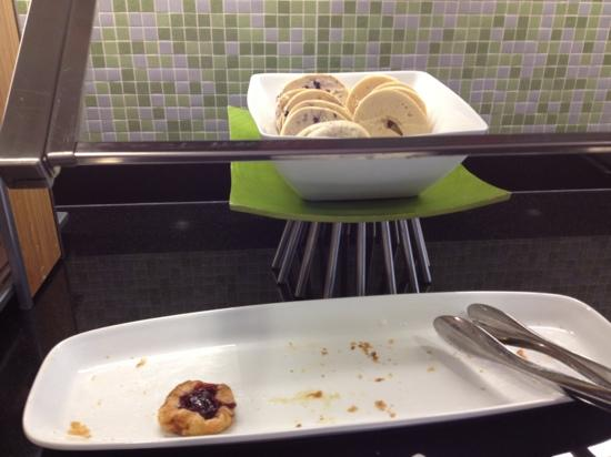 Hyatt Place Grand Rapids-South: there were 2 types of Danish which they replenished