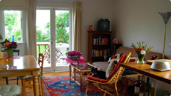 Karin's Garden Villa B&B: Living room # 2