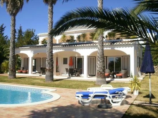 Villa Spliethoff : de 2 appartementen liggen tegenover het zwembad.