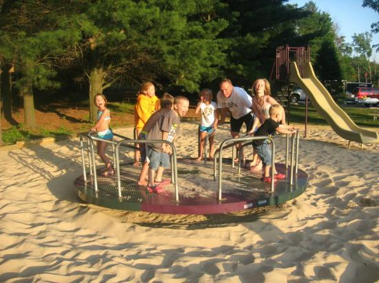 Sierra Sands Family Lodge: Playground
