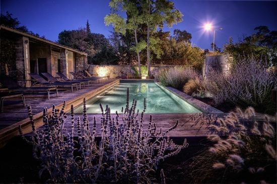 la piscine et les jardins la nuit photo de la maison d 39 ulysse baron tripadvisor. Black Bedroom Furniture Sets. Home Design Ideas