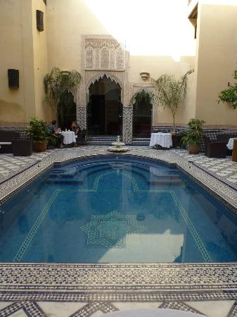 Riad Salam Fes: Dining near the pool