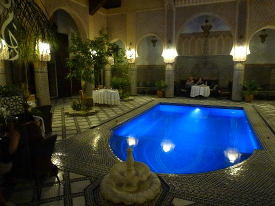 Riad Salam Fes: Pool in the evening