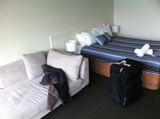 Lorne Hotel : our room - upon arrival :)
