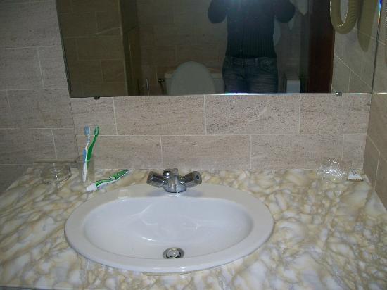 Gold Hotel: Lavandino/Sink