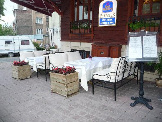 GLK PREMIER The Home Suites & Spa : petite terrasse bien au calme