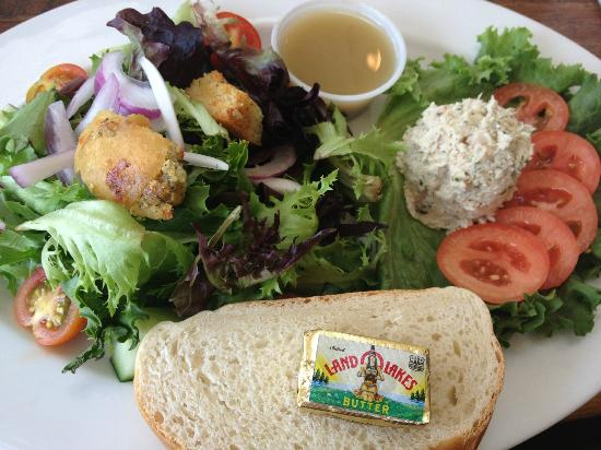 The Summer House Cafe: chicken salad and side salad