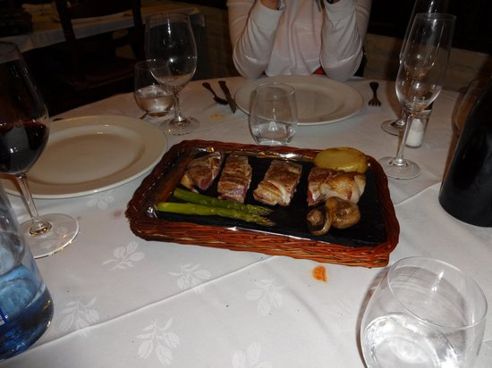 El Bosc: Grilled Entrecote on a hot stone