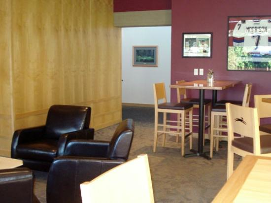 Sea to Sky Grill at Furry Creek : The Player's Lounge