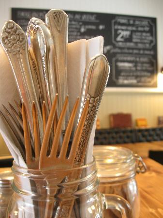 La Gare Auberge Restaurant Bar: Vintage charm