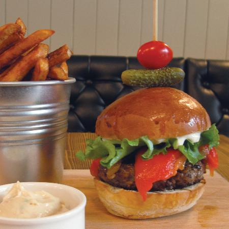 La Gare Auberge Restaurant Bar: Gourmet burger