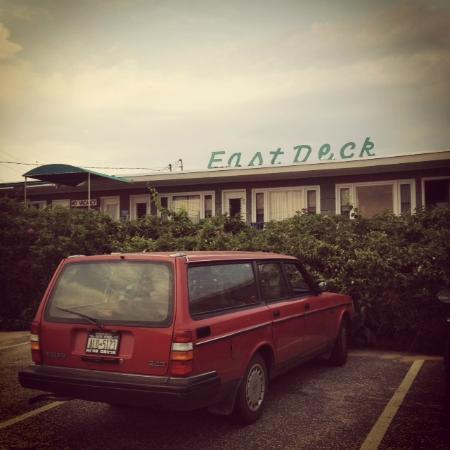 East Deck Motel Family Resort: From the Parking Lot