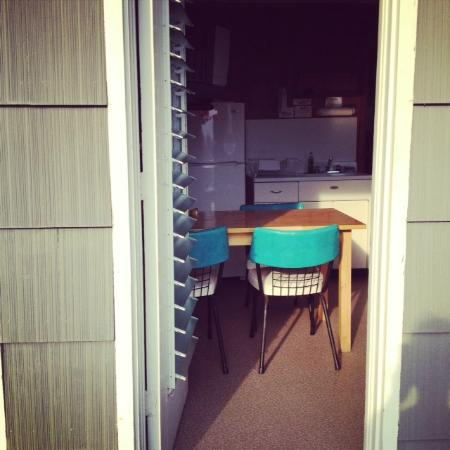 East Deck Motel Family Resort: Kitchenette and dining