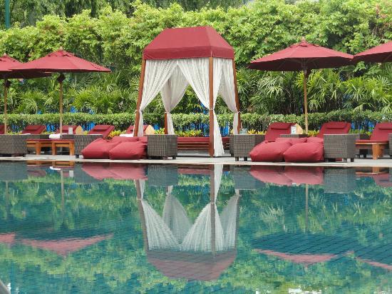 The Sukhothai Bangkok: relaxing afternoon at the pool