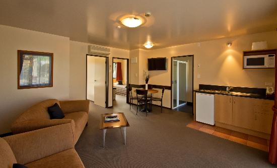 Broadway Motel: Exec Two Bedroom - Lounge