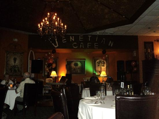 Universal Palms Hotel: salle à manger et spectacle