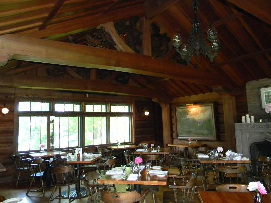 Stout's Island Lodge: Arches in the dining room made in Germany