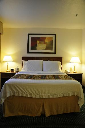 Residence Inn Portland Hillsboro: Clean and comfortable bed