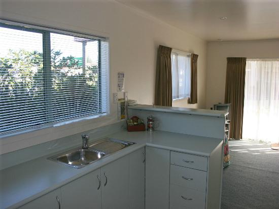 Birchwood Spa Motel: kitchen in 1 bedroom
