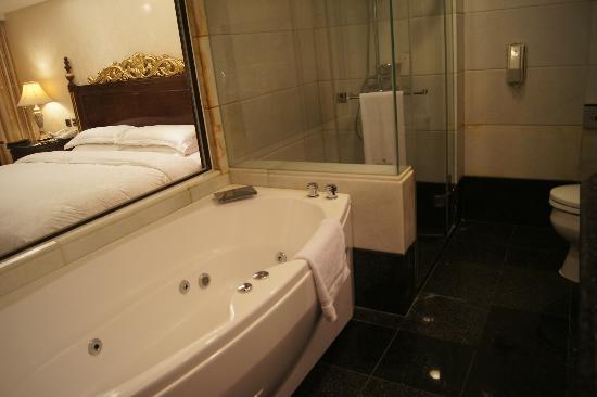 Bath Tub Picture Of Royal Seasons Hotel Taipei Nanjing West - Royal bath tubs