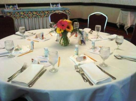 Marriott Pittsburgh Airport: Table setting