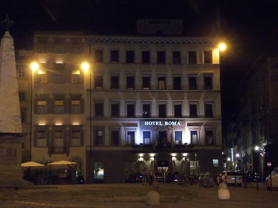 Hotel Roma: front of hotel in evening