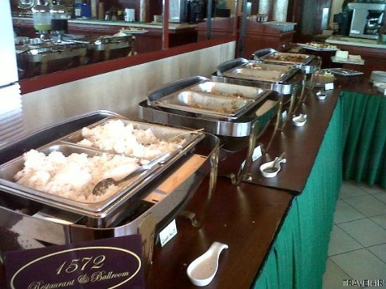 Fernandina 88 Suites Hotel: Buffet breakfast