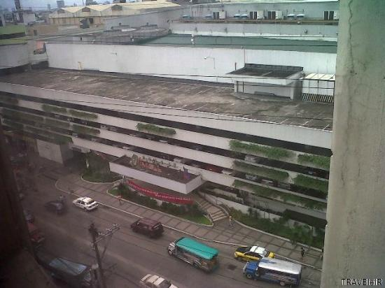 Fernandina 88 Suites Hotel: View from Room 2 window - Ali Mall and P. Tuazon street level