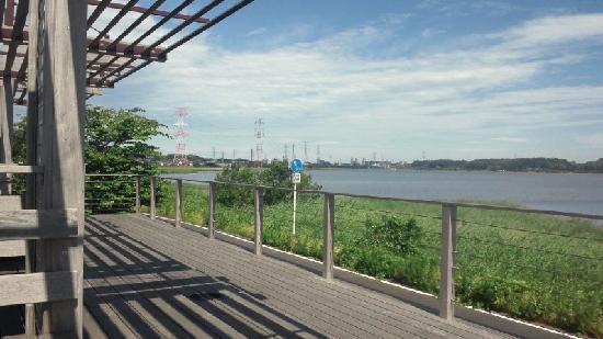 Chiba Prefecture, Japón: 遊歩道とベンチ