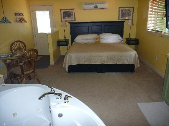Kellar House: Yellow Room view
