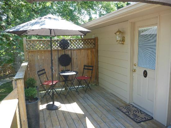 Kellar House Accommodations: Yellow Room Deck Area