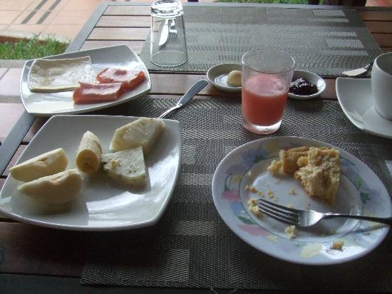 Hotel Galapagos Suites: typical breakfast at Galapagos Suites