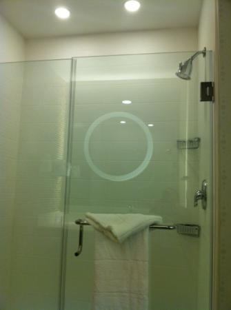 SpringHill Suites Houston Baytown: Oversized shower