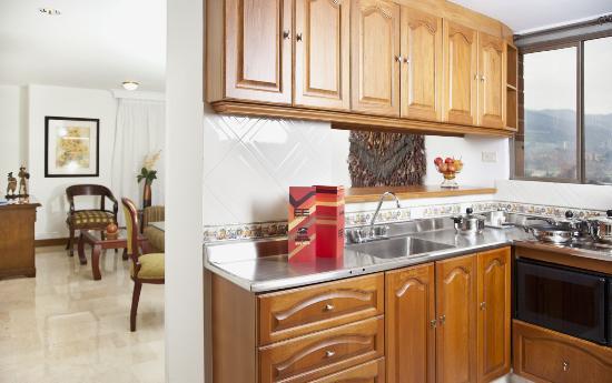 Alcazar de Oviedo Status - Suites: Cocina Apartamento
