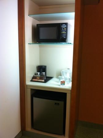 SpringHill Suites Houston Baytown: Micro, fridge & coffee maker