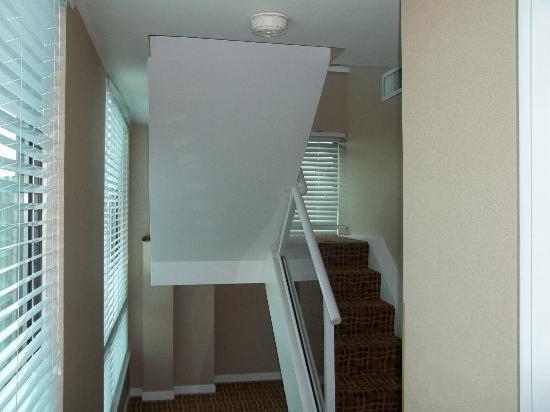Landis Hotel & Suites: Stairs
