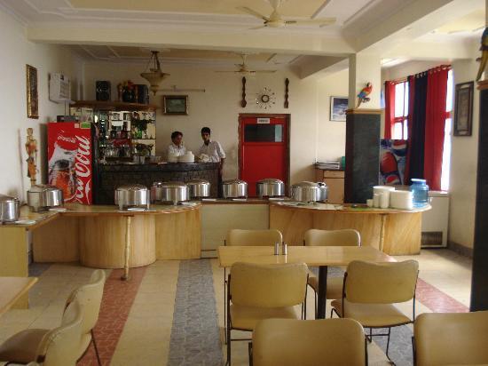 Blue Pine Resort: Dinning area