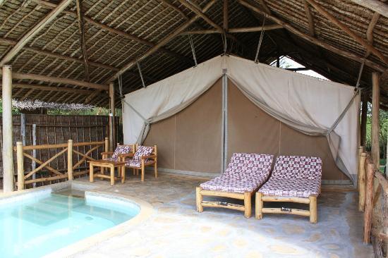 Manyatta Camp: Very comfortable tent
