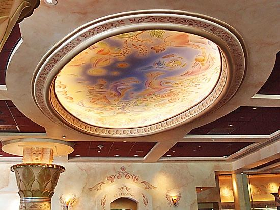 The Cheesecake Factory: Beautiful ceiling