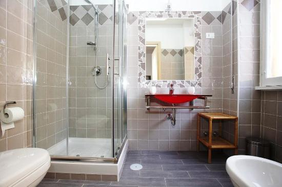 Sara's Rooms: grey bathroom
