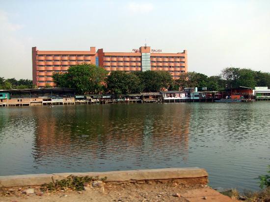 โรงแรมซันเลค: The Sunlake Hotel
